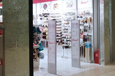 установка в магазине женских аксессуаров и бижутерии