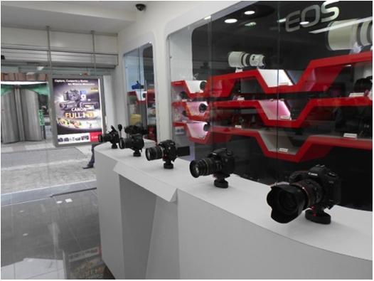 Системы защиты от краж и методы презентации продукции в фирменном магазине CANON - inVue Series 1000 Pucks