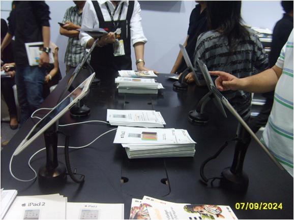 Cтенд TRUE: защита от краж и презентация планшетных компьютеров. Используемые противокражные системы - стенды inVue Series 940 and Series 1000 Impact Stands